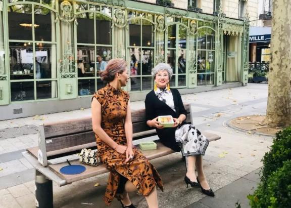 中國奶奶穿旗袍游巴黎,讓世界看見東方的優雅!