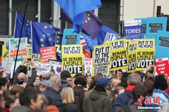 """""""脱欧谈判无进展、被喝倒彩,英首相卢森堡之行不如意"""