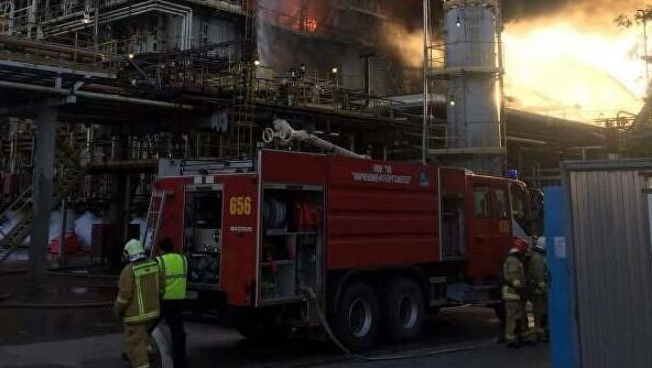 """""""快讯!俄罗斯列宁格勒州一炼油厂起火 火灾面积达90平方米"""