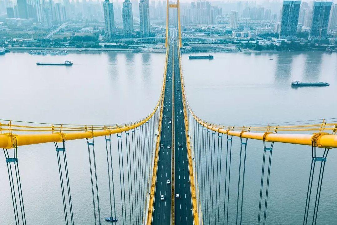 城市写真|不用怀疑,我们就是在杨泗港大桥「搞黄色」