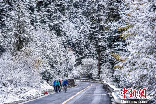 从四川康定到西藏拉萨 骑闯天路高海拔自行车赛落幕