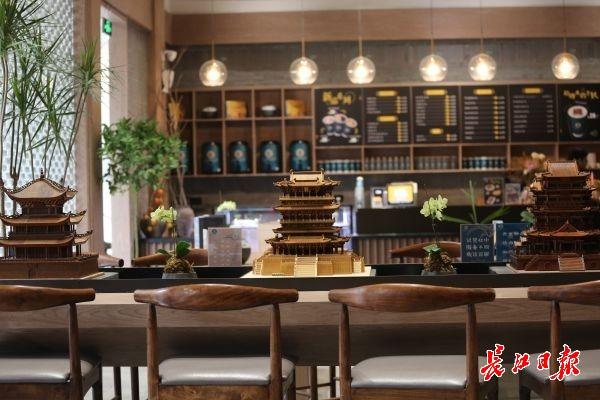 """""""黄鹤楼开了首家咖啡馆,很多外国游客来喝""""李白的茶"""""""