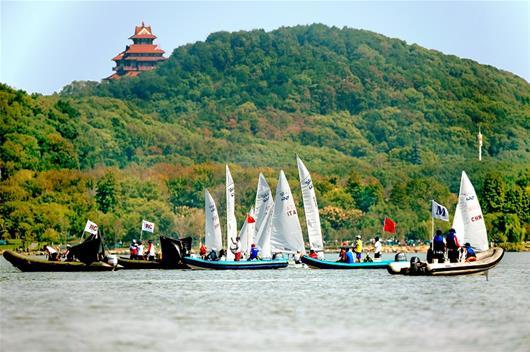 风来了 帆起了 军运帆船赛东湖终扬帆