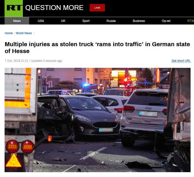 """""""奔驰卡车被人劫走,随后加速突然猛撞车群"""