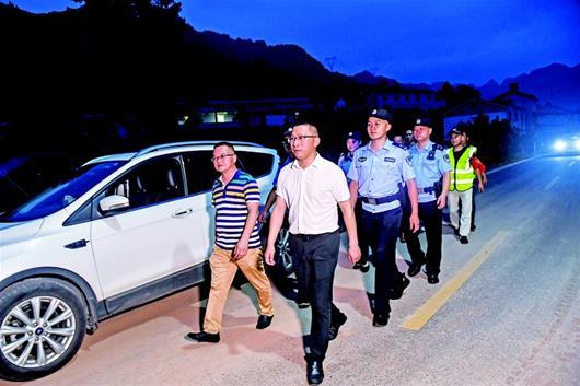 """""""芝麻大的事都要管到底 宜昌峡江边上有一群""""太平洋警察"""""""