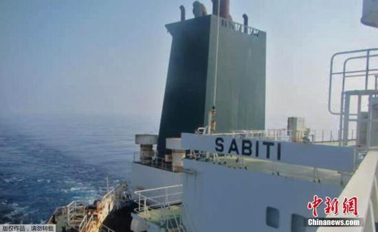 """""""伊朗油轮在红海遭袭爆炸起火,区域形势更紧绷?"""