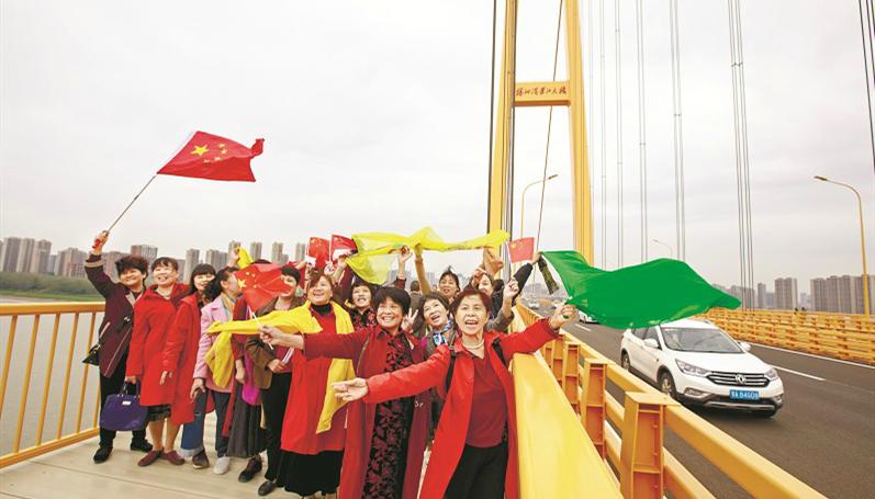 楊泗港大橋成市民瞰江打卡地