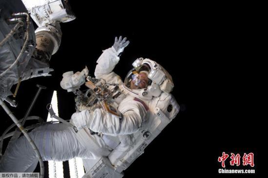"""""""他是首位在太空行走的人类!俄宇航员列昂诺夫逝世"""