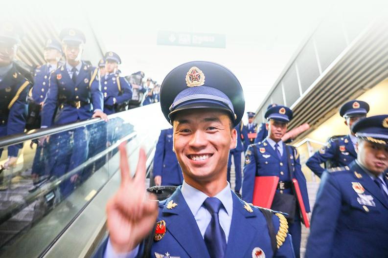 """""""湖北部分国庆受阅官兵凯旋"""