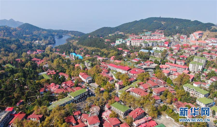 这是10月9日在庐山风景区拍摄的如琴湖(无人机拍摄).
