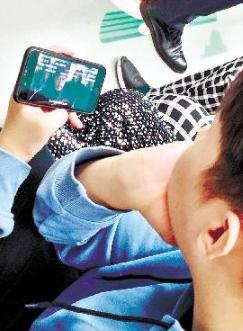 """""""交通运输部近日发布新规规范轨道交通内乘车行为 地铁内禁止乘客外放电子设备声音"""
