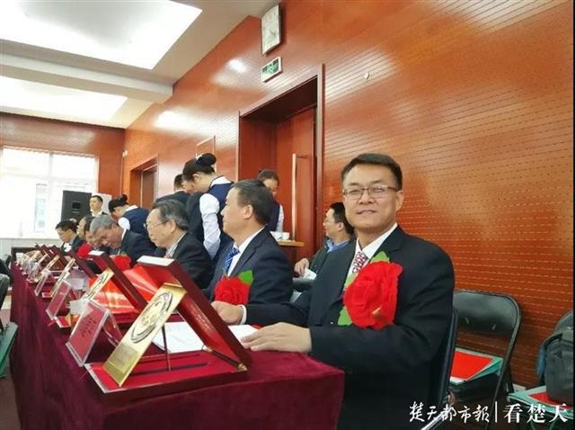 """""""地质行业最高荣誉!地大教授获李四光地质科学奖"""