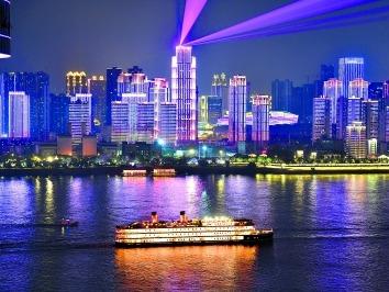 白天游城晚上看秀尽览武汉风光 外地游客频频点赞两江景致