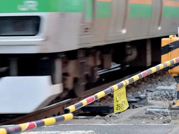"""""""日本一电车开过站约900乘客受影响 司机:有点困,忘了刹车"""