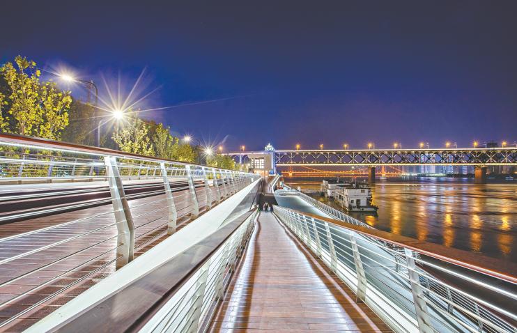 武汉长江主轴景观轴初见成效 注重人性化体验 大都市风貌彰显