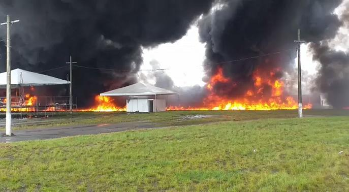 """""""里约一油罐车失控起火 已致2人死亡"""