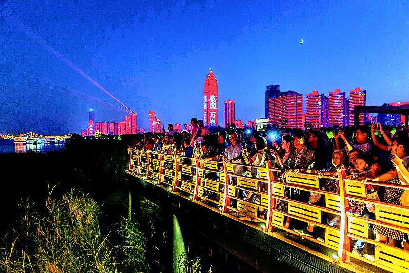 央视先后十次聚焦 游客满意率达99.41% 武汉成黄金周热门旅遊网红城市