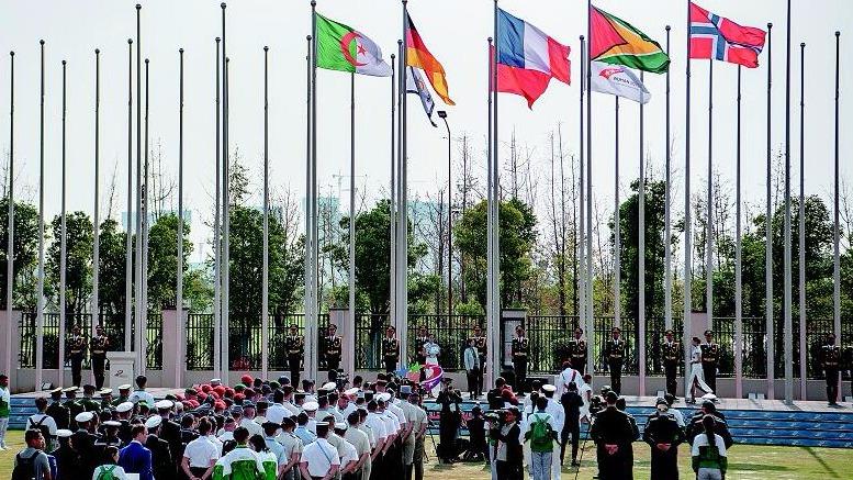 军运村首次举行外国代表团集体升国旗仪式