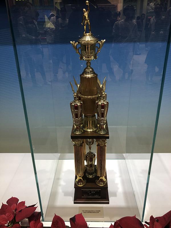 70周年成就展为中国女排设展,首夺世界杯冠军奖杯亮相