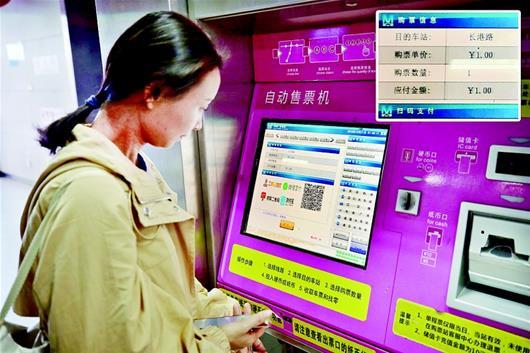 """""""武汉发出绿色出行倡议书 中心城区公交延长运营一小时"""