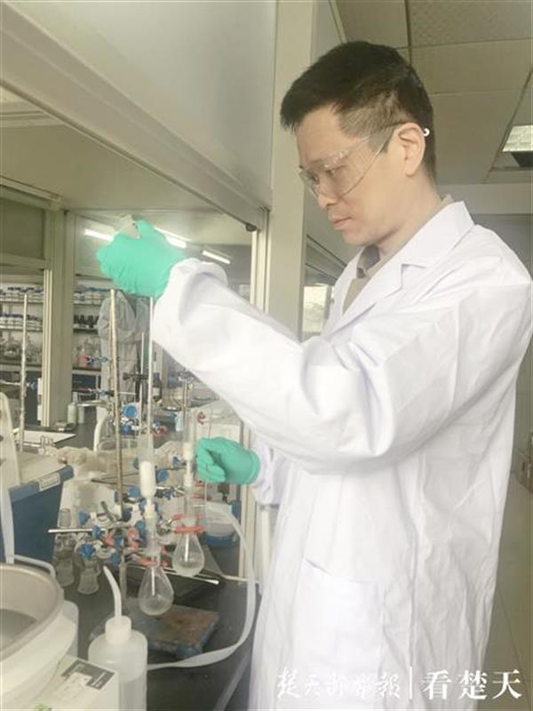 """曾是最年轻的湖北省""""百人计划""""入选者,湖工大青年化学家成溴元素代言人"""