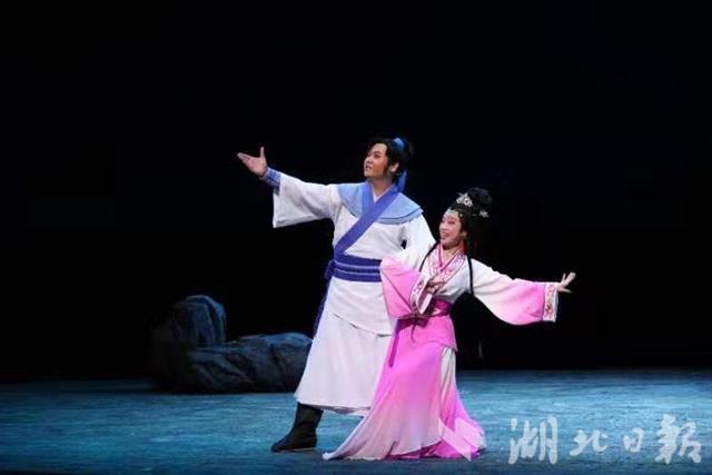 今晚,大型古装黄梅戏《青铜恋歌》首演京城
