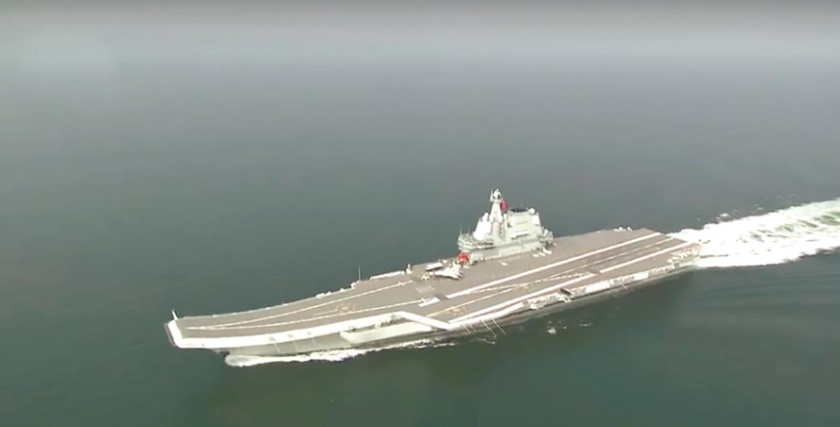 我国第二艘航母顺利通过台湾海峡 外交部:属正常例行训练