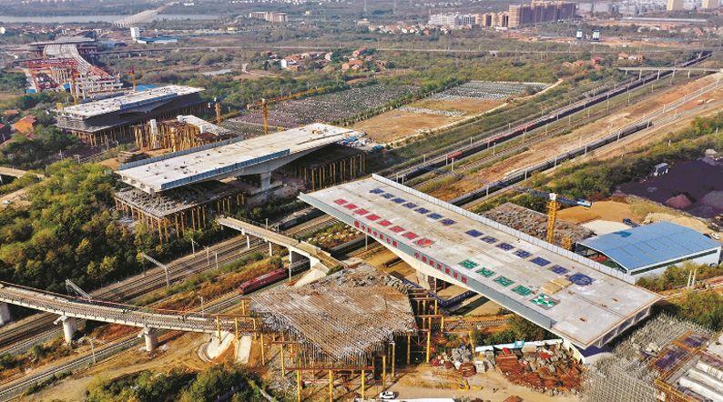 武汉北四环3.3万吨桥墩空中转体 是世界最重单座连续梁转体桥