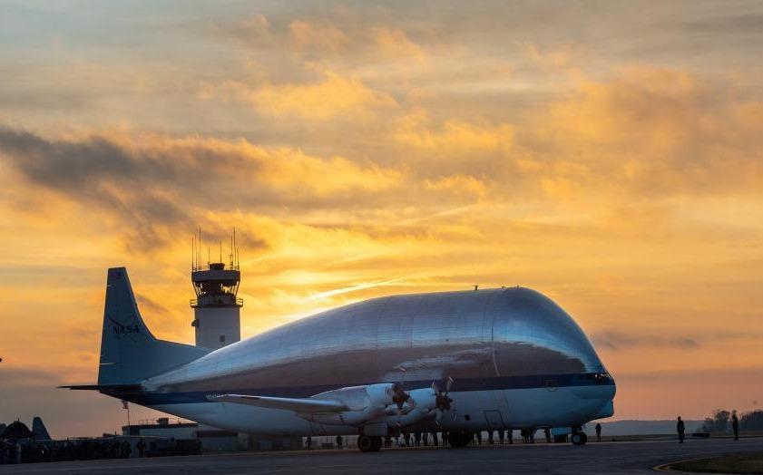 """NASA""""超級孔雀魚""""最強負重 搭載宇宙飛船成功抵達俄亥俄州"""