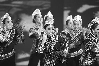 民族歌舞《哈尼古歌》北京演出唱进观众心坎里
