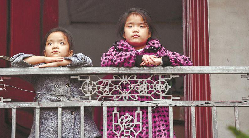 每天都倔强地与命运抗争 多方温情守护玲珑姐妹十年成长路