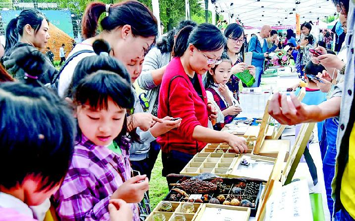 武汉植物园里探索生物奥秘