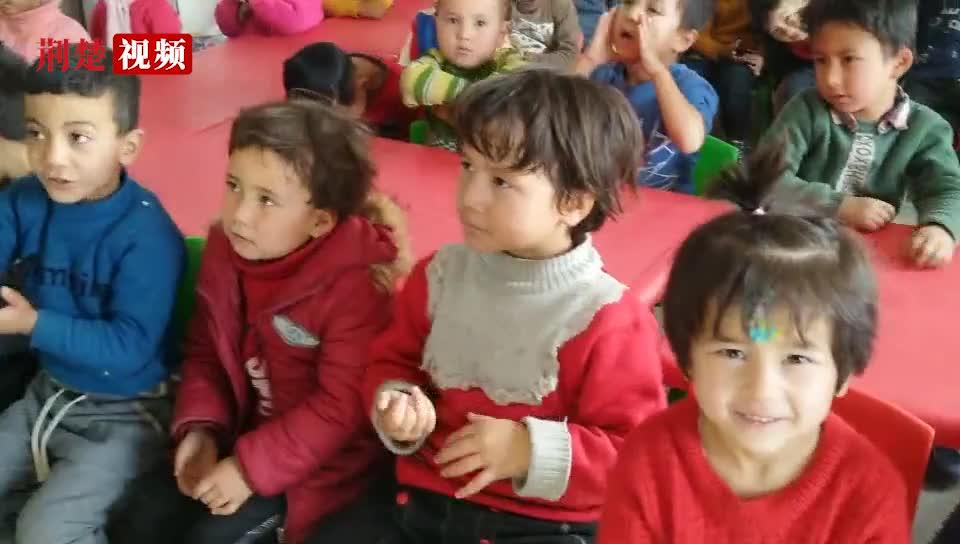 【荆楚拍客】湖北热心群众为新疆贫困地区儿童送温暖