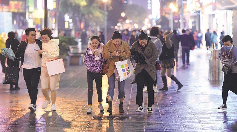 强冷空气来袭 武汉一夜入冬