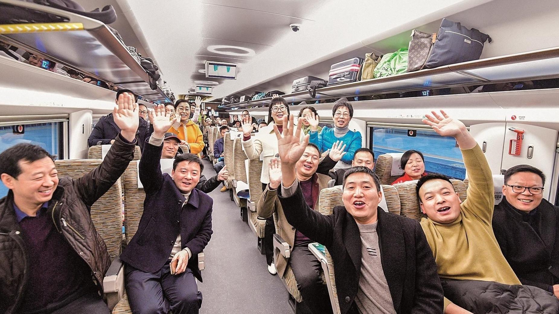汉十高铁昨日开通 鄂西北1600万人圆了高铁梦