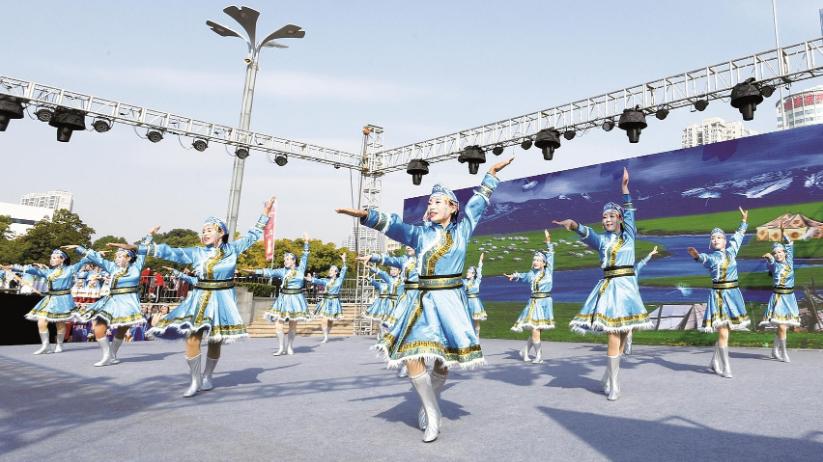 湖北首次举办广场舞联赛,29支队伍舞动洪山广场