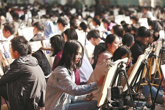 """""""1.8万考生参加美术统考模拟考 考试科目和时长与正式考试一样"""