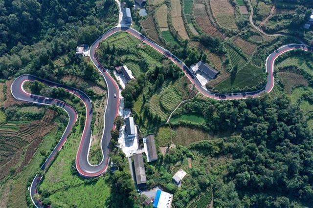 宣恩彩色盘山公路惊艳亮相 沥青路面铺装自行车赛道