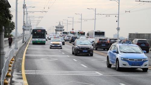 双休日不限单双号,长江大桥车行畅通