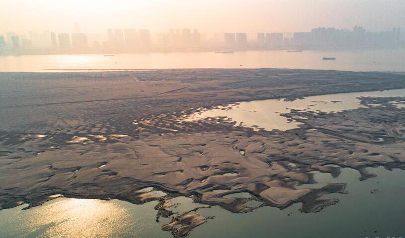 长江武汉段现江中沙洲