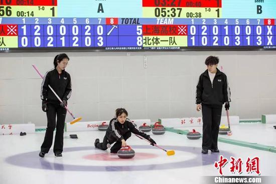 首届大学生冰壶赛举行广州夜网 6所高校参赛填补国内空白