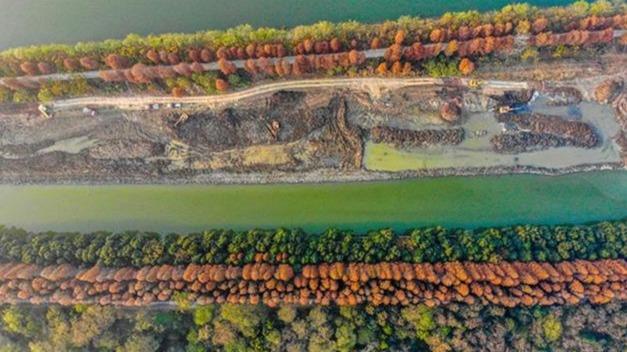 荆州古城护城河清淤