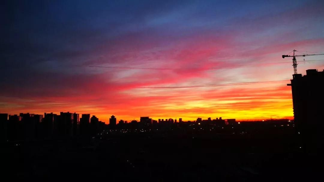 北京天空现绝美朝霞,刷爆朋友圈