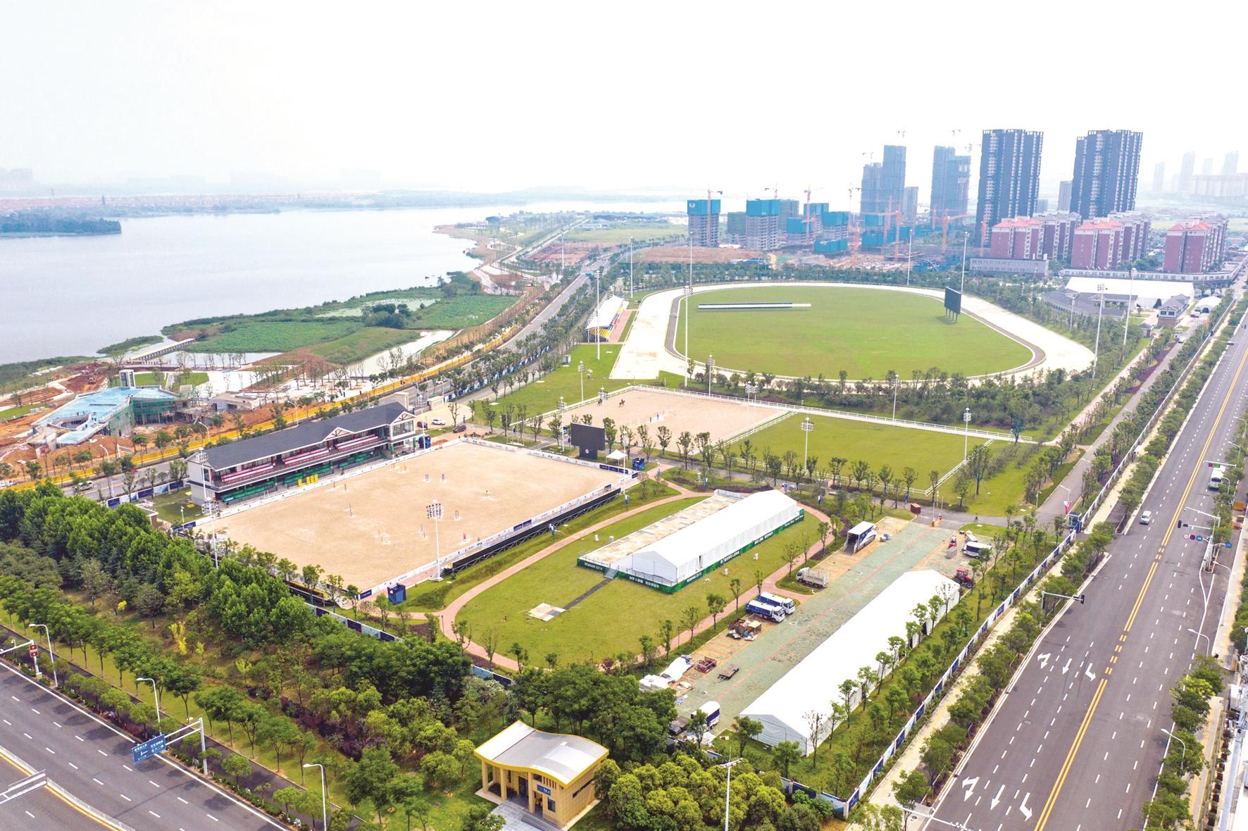 破解运动场馆赛后利用世界级难题 武汉军运场馆成市民休闲运动场所