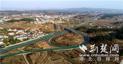 这条路要通车啦!麻竹高速公路麻城至红安段通过交工验收