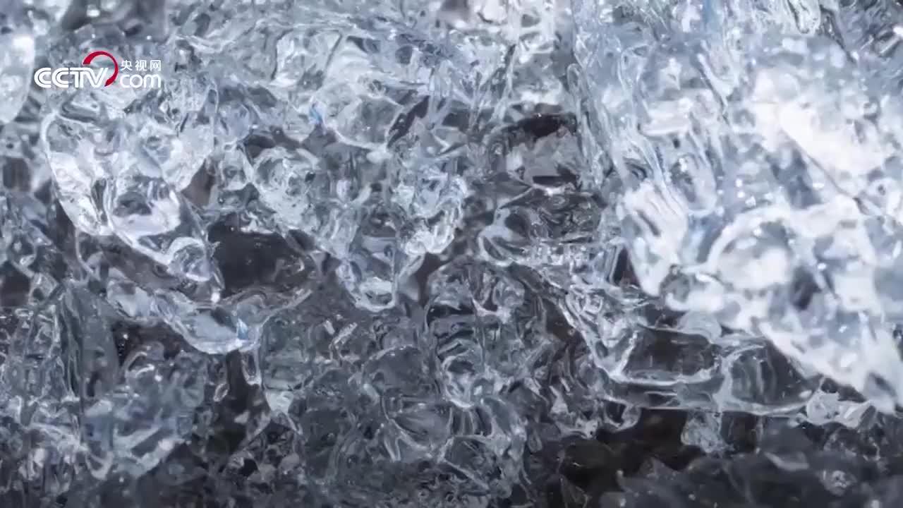 航拍格陵兰岛冰湖消失 5小时内流走500万升水