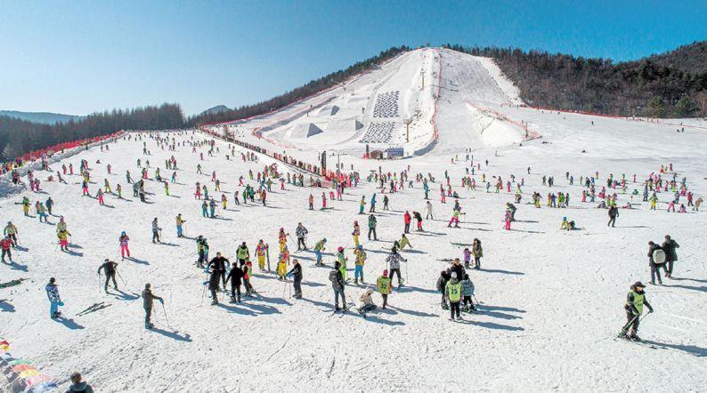 湖北首屆冰雪大會在神農架舉行