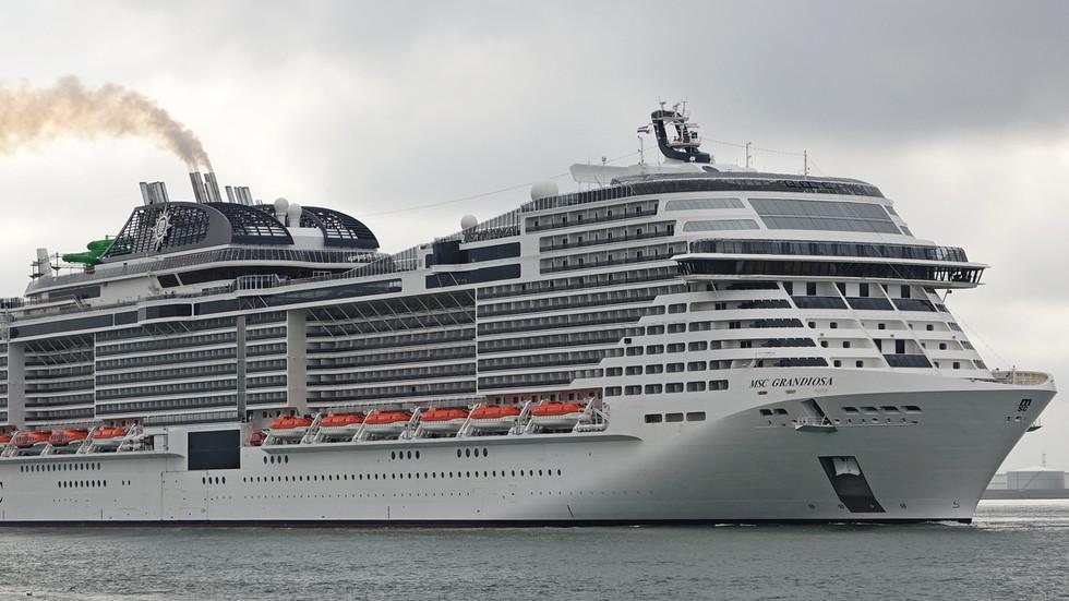 全球第7大邮轮耗资约60亿元  首航就撞了…