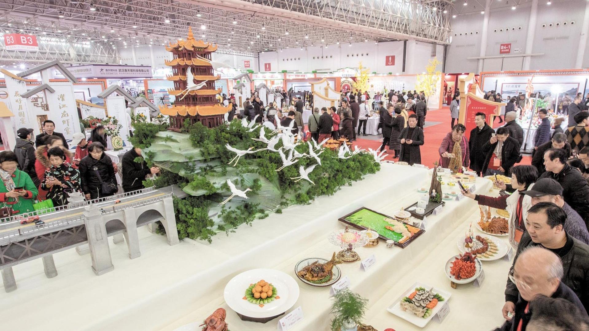 江城两大美食盛宴首日吸引5万市民