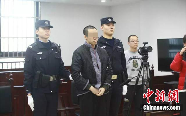 """北京首例校外""""咸猪手""""入罪案:被告人称不知犯法"""